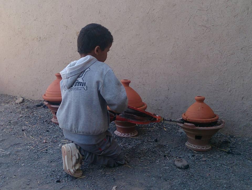 傳統塔吉是以炭火陶爐慢慢烹調,長時間熬出一鍋美味