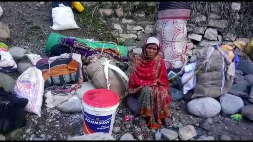 受困於邊境的尼泊爾移工(Twitter/@Awhadspeaks)